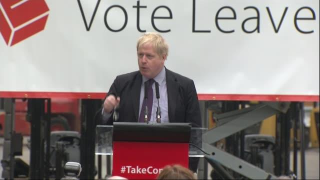 vidéos et rushes de referendum campaign: boris johnson says uk could have trade deal like that of canada; england: kent: dartford: europa worldwide: ext boris johnson mp... - boris johnson