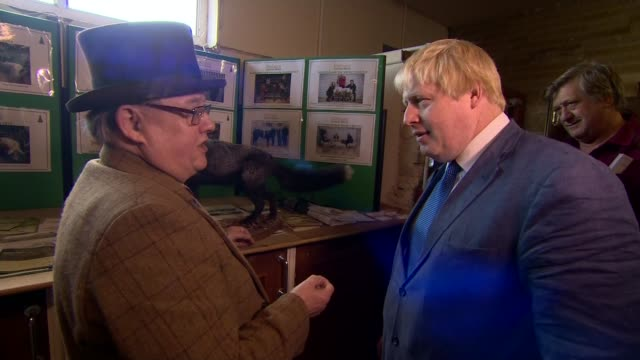 boris johnson visits cattle market in clitheroe england lancashire clitheroe photography*** priti patel mp and boris johnson mp off 'vote leave'... - schlacht stock-videos und b-roll-filmmaterial