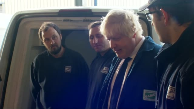 referendum campaign: boris johnson visits fish factory in lowestoft; more of johnson being shown around fish processing factory and chatting to staff... - ローストフト点の映像素材/bロール