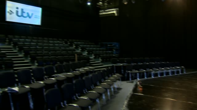 vídeos de stock e filmes b-roll de david cameron accuses leave campaign of telling lies empty itv studio pan stage for referendum debate seats in studio leader nigel farage along to... - debate