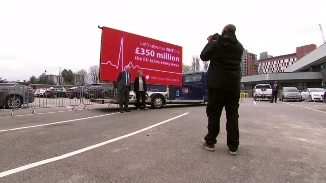 vídeos y material grabado en eventos de stock de first day of official campaign england manchester ext 'vote leave' campaign billboard with slogan 'let's give our nhs the 350 million the eu takes... - semana