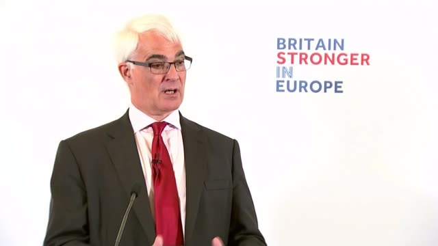 vídeos y material grabado en eventos de stock de first day of official campaign london cutaways of alistair darling addressing audience at remain campaign launch/ alistair darling speech to remain... - semana