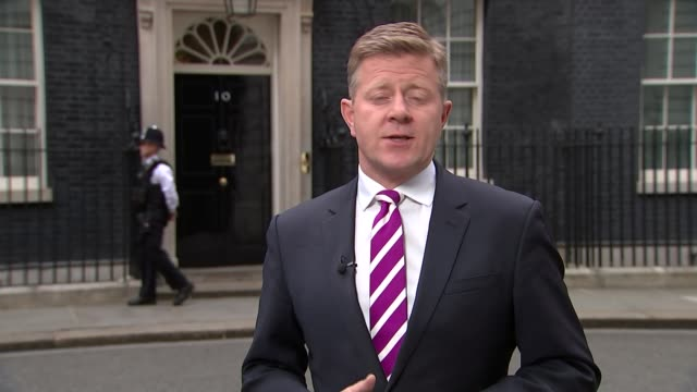 stockvideo's en b-roll-footage met referendum campaign: issue of turkey membership; england: london: downing street: ext reporter to camera - referendum over europese unie 2016