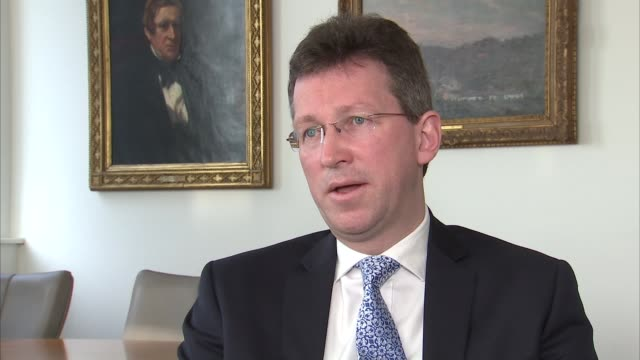 vidéos et rushes de referendum campaign: jeremy wright interview; wright interview sot - on his support for staying in the european union - stationary