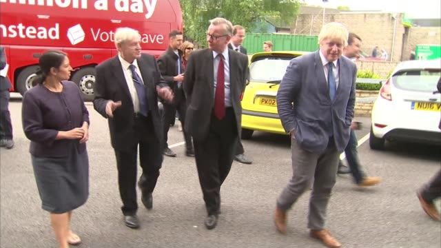 vídeos de stock, filmes e b-roll de leave boris johnson michael gove and priti patel tour biscuit factory in lancs england lancashire nelson farmhouse biscuits ext boris johnson mp and... - lancashire