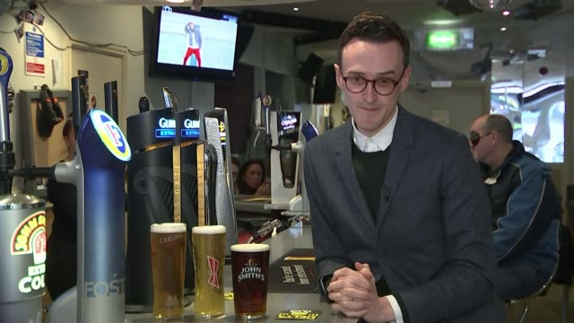 vidéos et rushes de referendum campaign: merseyside and manchester reactions; reporter to camera close shot glass of beer being drunk vox pop ext person using crutch to... - vox populi