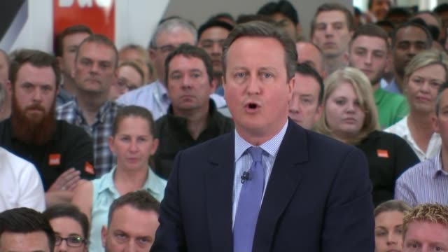 new treasury analysis warns brexit could lead to recession england hampshire eastleigh b audience members applauding pull out david cameron mp and... - アルファベットのb点の映像素材/bロール