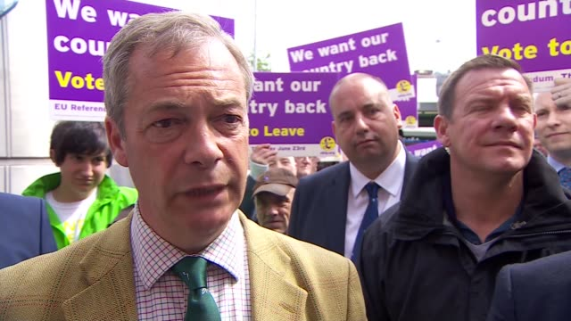 nigel farage campaigning farage chatting to stall holder on egg stall sot / nigel farage interview sot on concerns over conservative campaigning in... - autogramm stock-videos und b-roll-filmmaterial