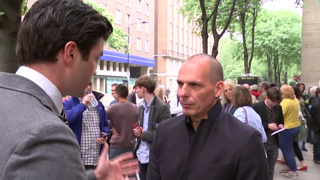 yaris varoufakis comments for the remain campaign england london institute of education int yanis varoufakis on platform at 'another europe is... - itv weekend evening news点の映像素材/bロール