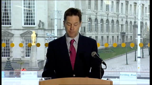 vidéos et rushes de david cameron and nick clegg launch separate campaigns int nick clegg and david cameron speaking at separate press conference on forthcoming av... - post it