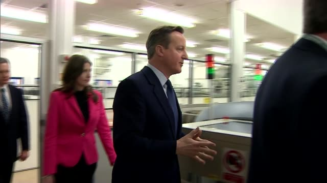 david cameron defends draft reform deal; england: wiltshire: chippenham: david cameron along on tour of siemens cameron holding equipment in hand and... - チッペナム点の映像素材/bロール