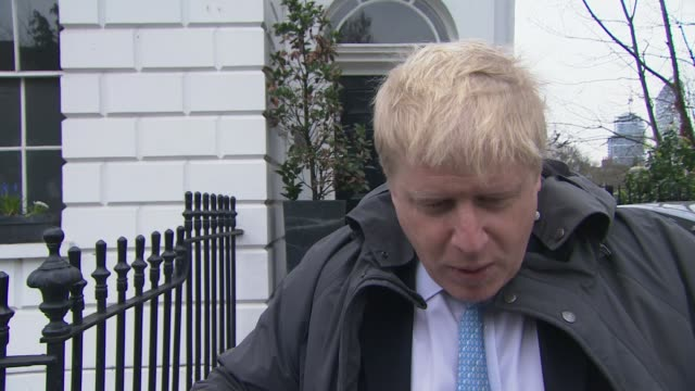 vídeos de stock e filmes b-roll de g20 finance ministers issue warning over potential british withdrawal from eu ext boris johnson mp leaving house and carrying bike towards boris... - banco do passageiro