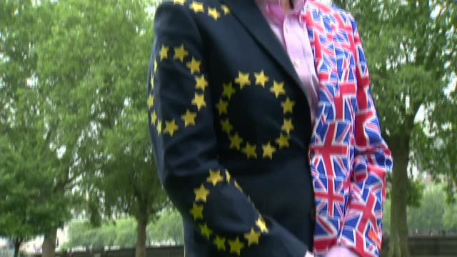 last day of campaign; london: westminster: ryanair chief executive michael o'leary wearing eu and union jack decorated suit and posing in front of... - last day stock videos & royalty-free footage