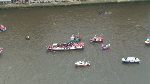 leave campaign aerials flotilla over the thames london air views aerials of flotilla outside parliament / parliament verandah / crowds and traffic on... - stationary stock videos & royalty-free footage