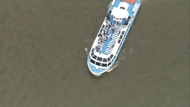 leave campaign aerials flotilla over the thames london england london river thames ext various air views aerials of boats on river / 'in' flotilla... - flotilla stock videos & royalty-free footage