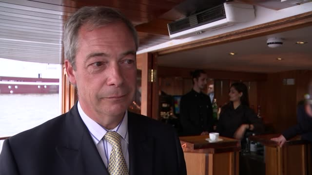 nigel farage leads leave campaign flotilla along river thames; high angle shot ukip boat nigel farage poses for photos at front of boat nigel farage... - 2016 european union referendum stock videos & royalty-free footage