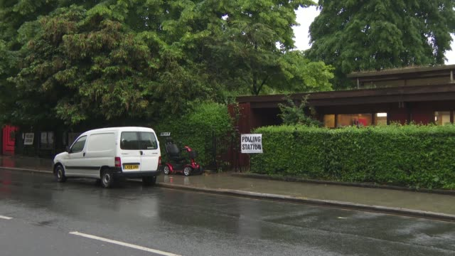 polling day london polling stations england london borough of camden various gvs of polling stations and voters arriving and leaving in rain/ - 国民投票点の映像素材/bロール