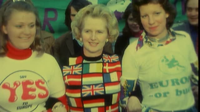 uk to leave the eu how people voted bsp020695027 / 061975 location unknown margaret thatcher wearing jumper with european flag pattern margaret... - referendum stock-videos und b-roll-filmmaterial