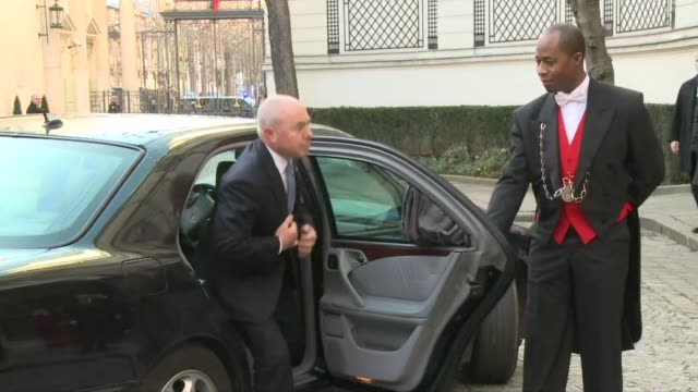 vídeos de stock e filmes b-roll de refiling to fix headline the us deputy director of homeland security alejandro mayorkas arrives at the french interior ministry for international... - símbolo ortográfico