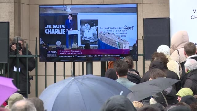 stockvideo's en b-roll-footage met refiling with correct reporter names mourners paid tribute to cartoonist bernard tignous verlhac at montreuil town hall - cartoonist