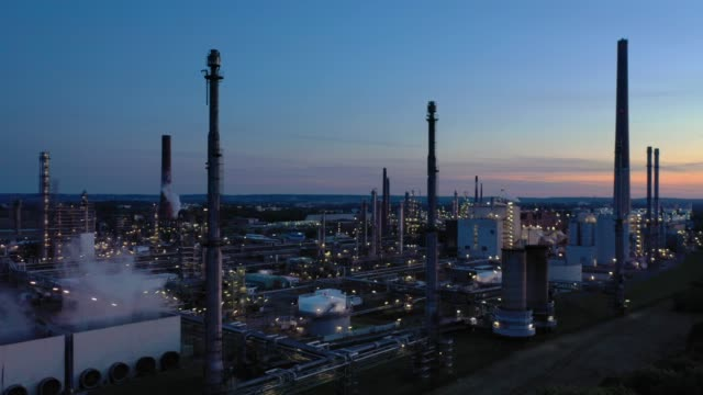 refinery at dusk - oil industry stock videos & royalty-free footage