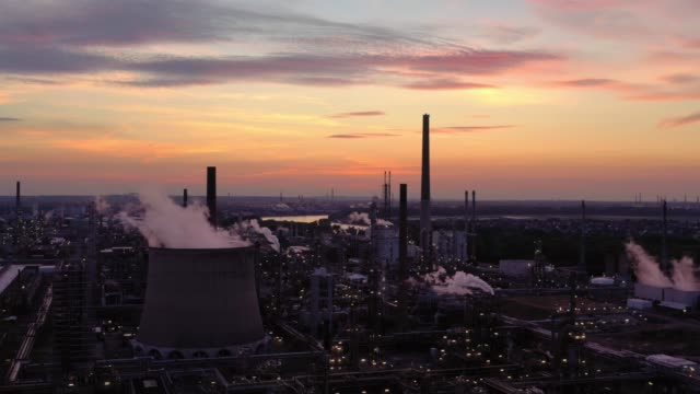 refinery at sunset - oil industry stock videos & royalty-free footage