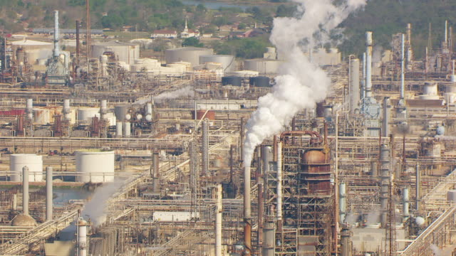 ms aerial zo refinery towers at exxonmobil baytown and petrochemical complex / houston, texas, united states - exxon stock videos & royalty-free footage