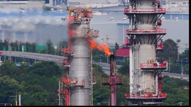 vídeos de stock, filmes e b-roll de imagens da zona da refinaria - indústria petrolífera