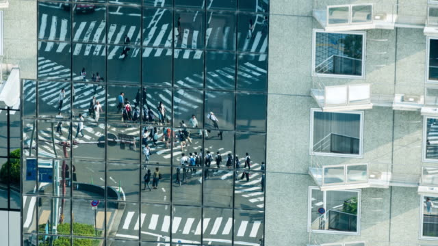 T/L 8K Reflexion von Kyoto Stadt Kreuzung
