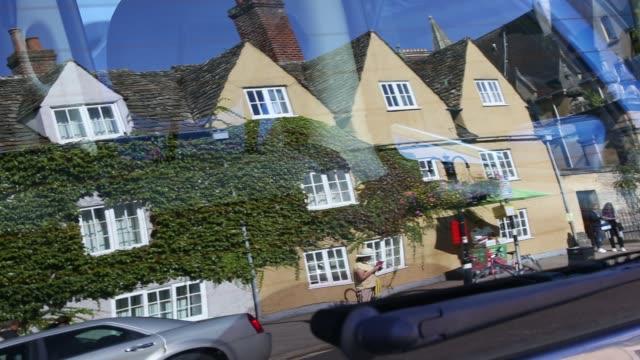 reflections in a car window of main street in oxford, uk. - オックスフォードシャー点の映像素材/bロール