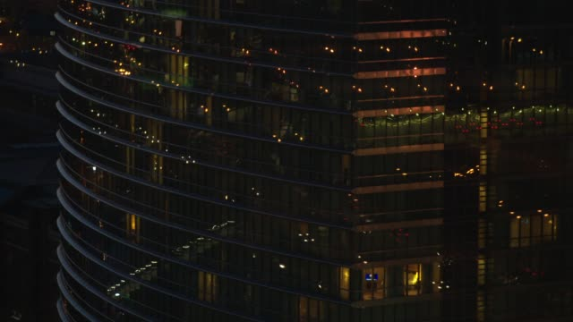 reflections of traffic on office building at night - biegung stock-videos und b-roll-filmmaterial