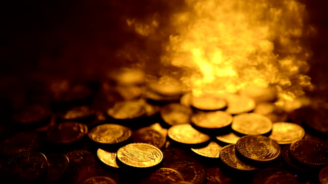 LOOPABLE: Reflections on gold coins