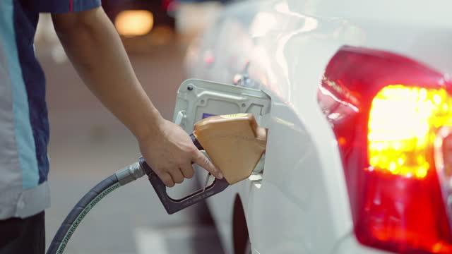vidéos et rushes de ravitaillement - faire le plein d'essence