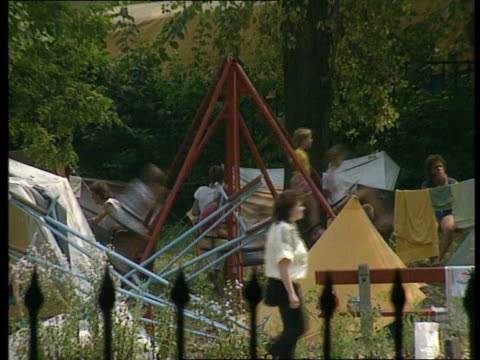 refugees enter west germany via hungary; tx 4.9.1989 hungary: budapest: east german refugees camp in park with children playing women seated people... - budapest stock-videos und b-roll-filmmaterial
