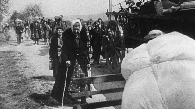 stockvideo's en b-roll-footage met 1940 b/w montage refugees fleeing the german army in world war ii following invasion / france - tweede wereldoorlog