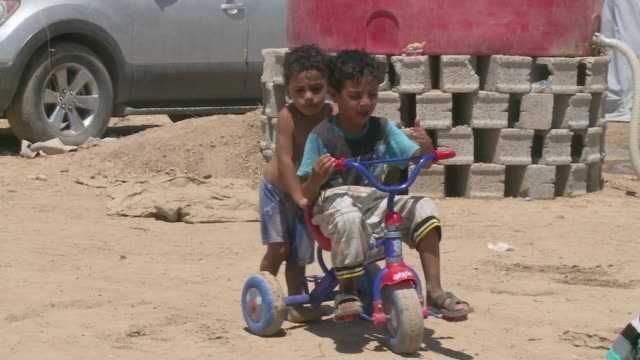refugees in kurdistan fleeing isis - tricycle stock videos and b-roll footage