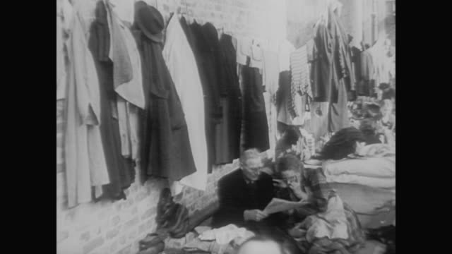 refugees pour into west berlin - 1961 stock-videos und b-roll-filmmaterial