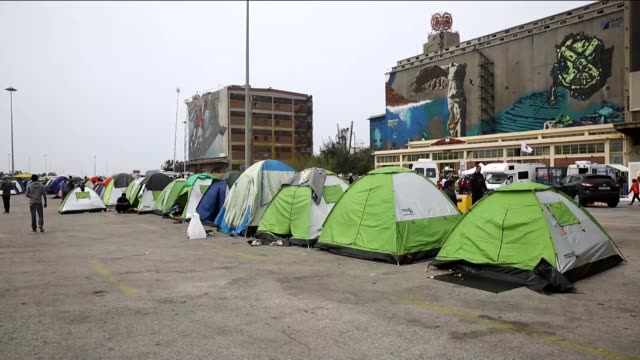 refugees seen at a makeshift camp for refugees in the port of piraeus near athens greece on april 01 2016 more than 5 thousands refugees and migrants... - makeshift stock videos & royalty-free footage