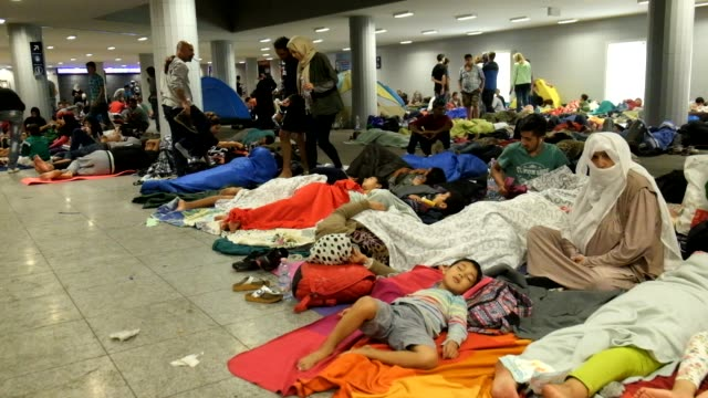 refugees who have flooded into budapest, hoping to catch trains to germany, are locked-out of keleti station in budapest. thousands have set up a... - budapest stock-videos und b-roll-filmmaterial