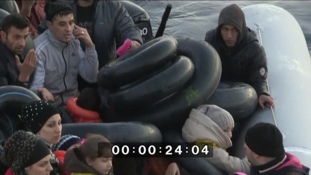 vídeos de stock e filmes b-roll de refugees who tried to go to greek islands are seen in a boat after they were caught by turkish coast guard ship tcsg umut in the cesme district of... - crise de migrantes europeia 2015 2016