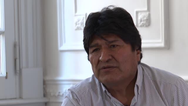refugiado en buenos aires el expresidente de bolivia evo morales mantiene una febril agenda politica con visitas desde su pais y simpatizantes... - refugiado stock videos & royalty-free footage