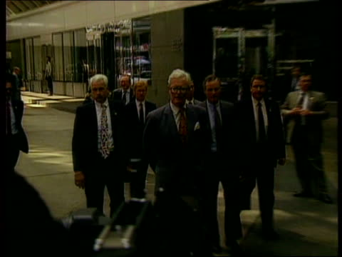 refusal to hand over arms information:; usa: new york: united nations: ext cms douglas hurd mp towards pull out approaches media cms side douglas... - douglas hurd stock-videos und b-roll-filmmaterial