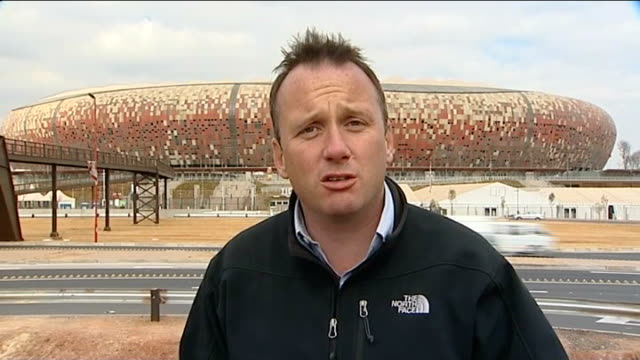vídeos y material grabado en eventos de stock de refuse to comment on goal-line technology; south africa: johannesburg: reporter to camera - fifa