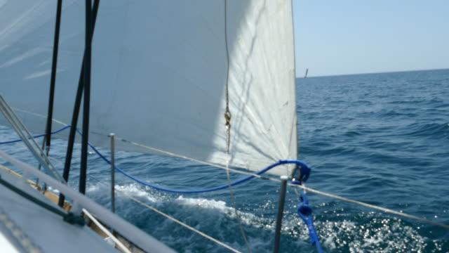 regatta im vollsegel - regatta stock-videos und b-roll-filmmaterial