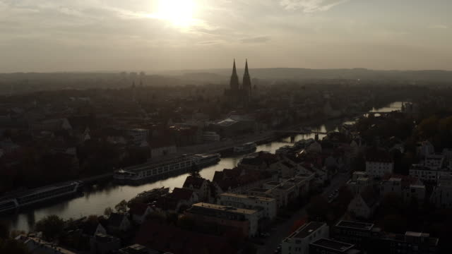 stockvideo's en b-roll-footage met regensburg in de avondzon - duitsland