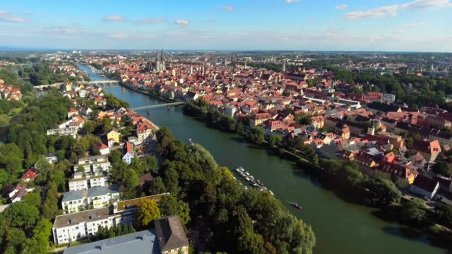 Regensburg Old Town en Donau eiland vanuit het westen
