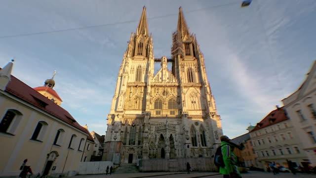 regensburg ratisbona bavaria cathedral sunset timelapse - regensburg stock videos & royalty-free footage