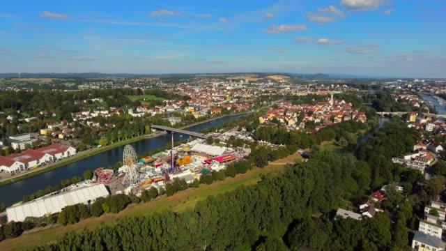 regensburg wohrd bezirk während der herbstmesse - donau stock-videos und b-roll-filmmaterial