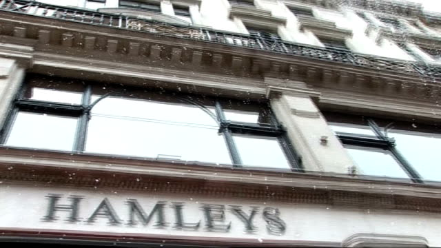 regent street: hamley's: ext exterior of hamley's london toy store with fake snow falling - fake snow stock videos & royalty-free footage