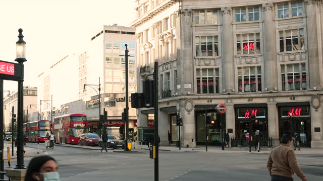 regent street, london, subway entrance, time lapse in london, u.k., on wednesday, february 10, 2021. - traffic time lapse stock videos & royalty-free footage